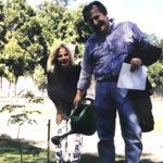 Brunete Fraccarolli e Oscar Mikail plantando mudas na praça Nossa Senhora do Brasil